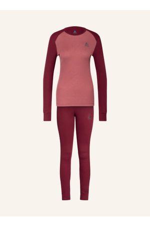 Odlo Shirt:**. Leichtgewichtige Verarbeitung. Layer: Funktionswäsche und Baselayer. Anliegender Schnitt. Rundhalsausschnitt. Versetzte Schulternähte verhindern Rucksackdruckstellen. Bündchen an den Ärmelenden. Flachnähte verhindern Reibung. Verlängertes R