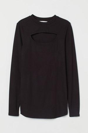 H&M MAMA Geripptes Shirt mit Cut-out