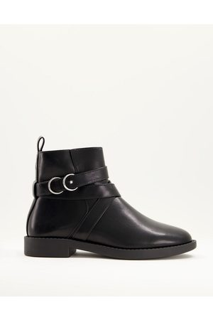ASOS – Abby – Flache Stiefel in