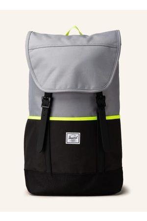 Herschel Tagesrucksack für Damen und Herren. Aus recycelten Materialien. Gepolsterte Schultergurte. Höhenverstellbarer Deckel mit Reißverschlussfach. Seitenfächer. Gepolstertes Laptop-Fach für ein 15-Zoll Laptop. Mesh-Innentasche mit Organizer-Funktion. L