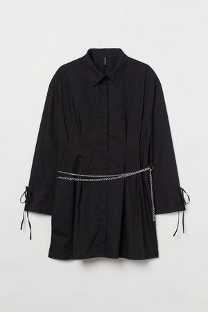H&M Damen Freizeitkleider - + Blusenkleid mit Kettengürtel